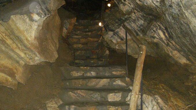 Chýnovská jeskyně
