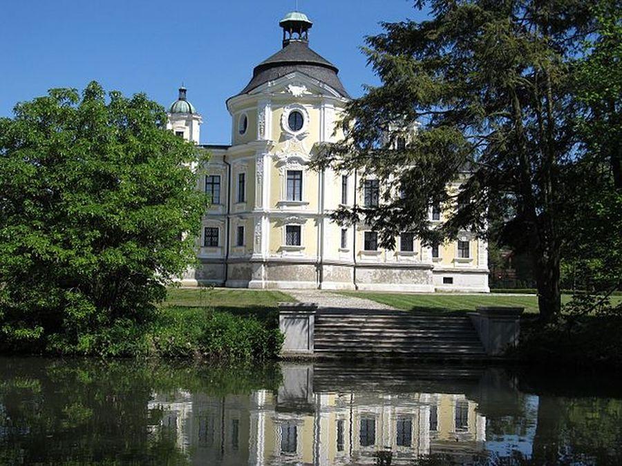 pohled na zámek Kravaře