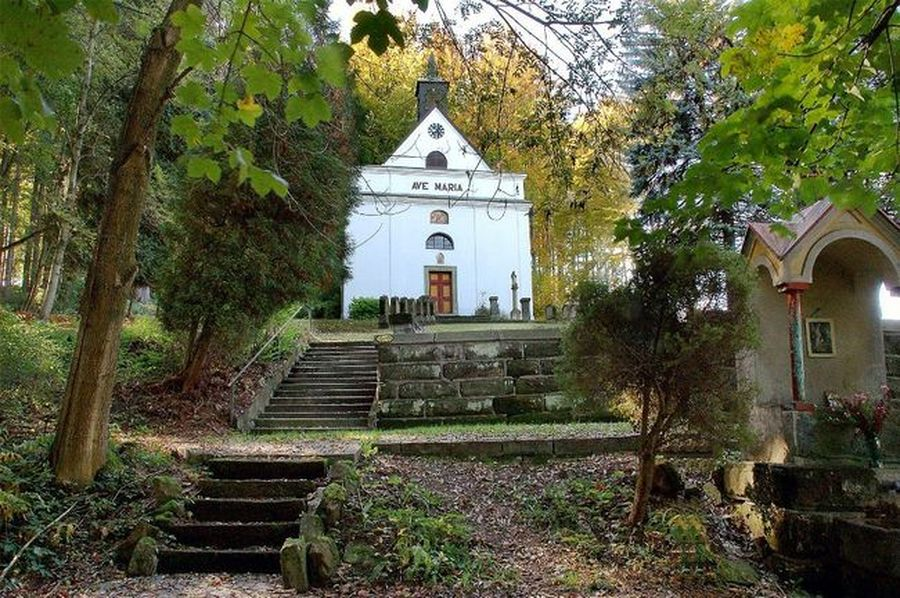 z Kozlovského kopce k Poutní kapli