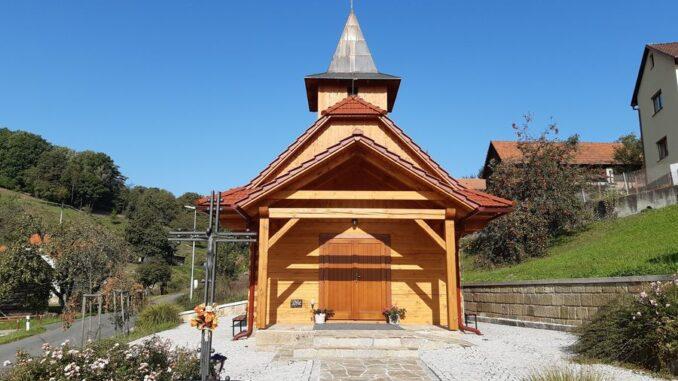 Roubená kaple sv. Zdislavy patří do intineráře cesty na hrad Starý Světlov