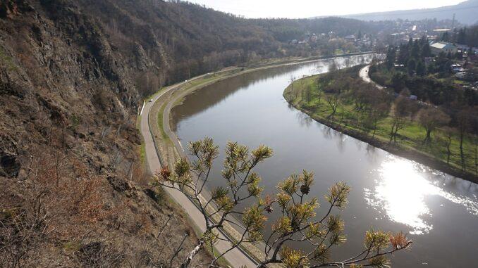 Řeka Vltava, výhled ze Zvolské homole, panorama