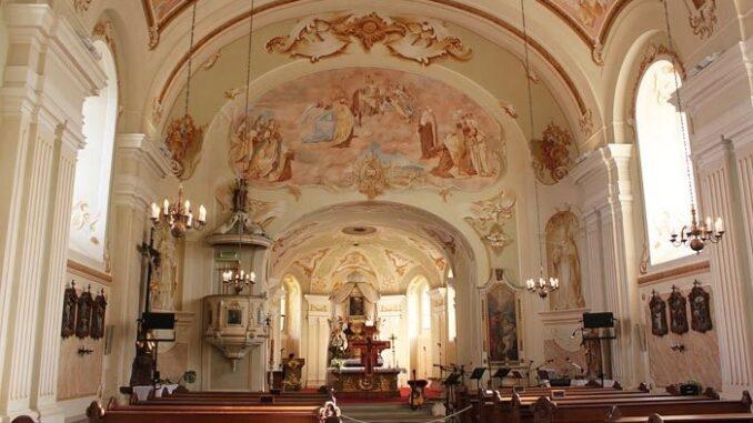 Interiér kostela, obrazy
