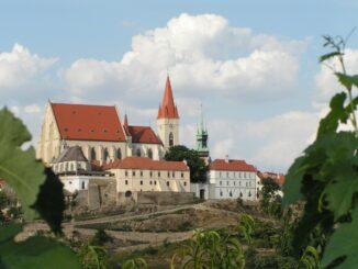 Znojmo a Kostel sv. Mikuláše zvenku