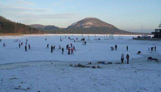Zamrzlé Máchovo jezero