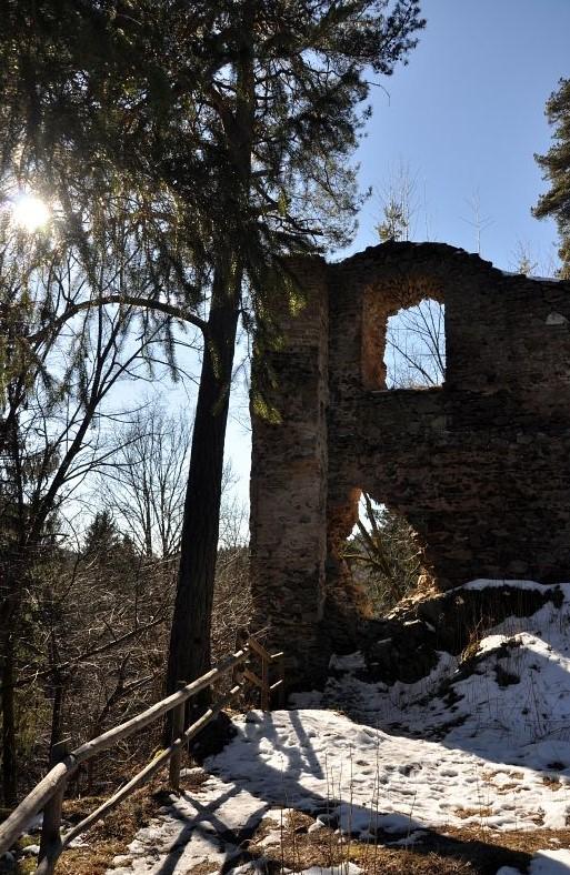 hrad Louzek