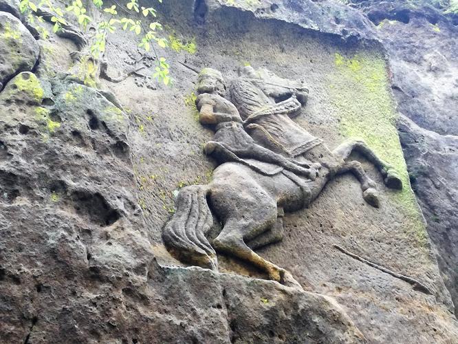 Reliéf rytíře na koni