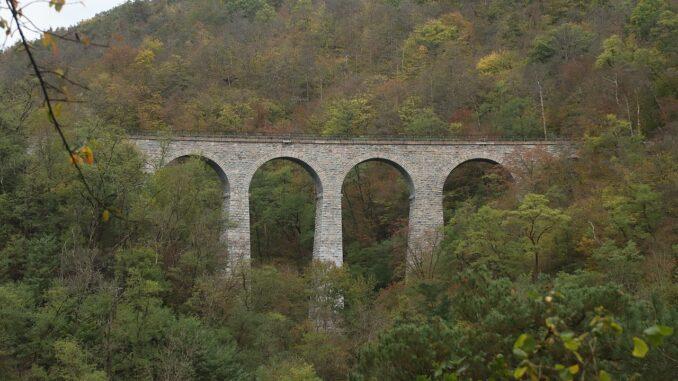 Žampašský most zdálky