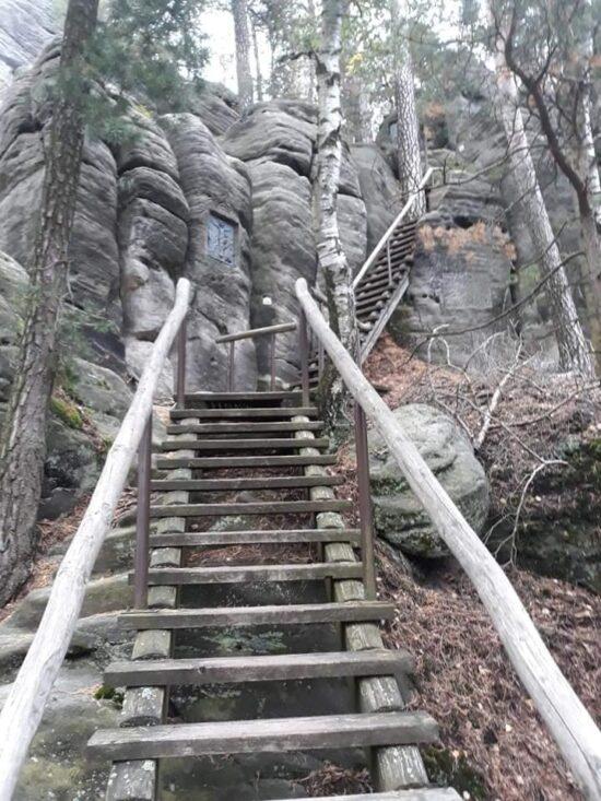 Cesta na Křížový vrch