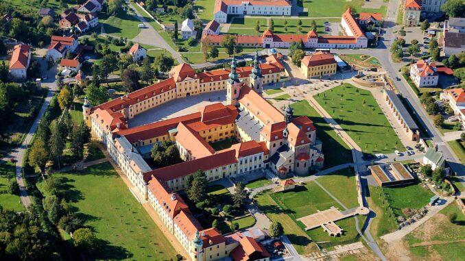 Areál kláštera z výšky