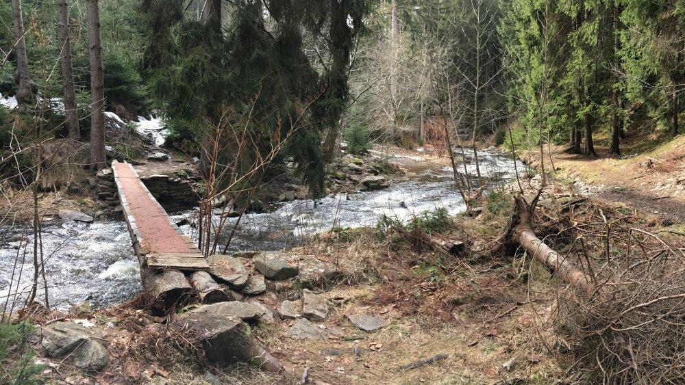Ke Kýšovickému vodopádu se dostanete i od Prunéřovského potoka