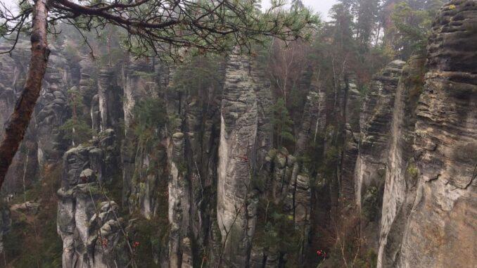Prachovské skály a jejich skalní věže