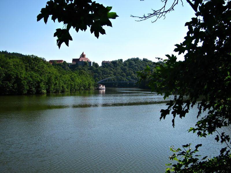 Dominantou Brněnské přehrady je hrad Veveří
