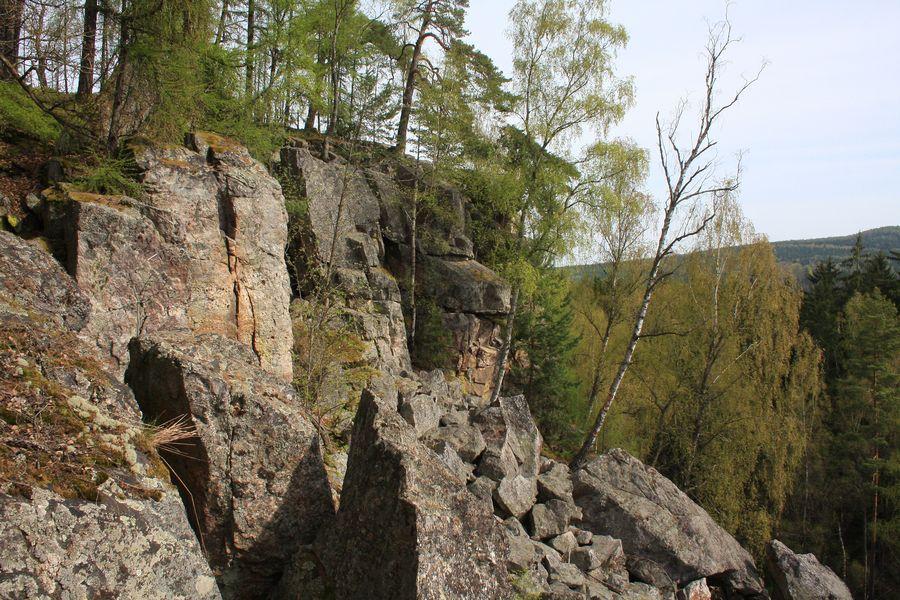 Hrad Valdek je krásně viditelný z Jindřichovy skály