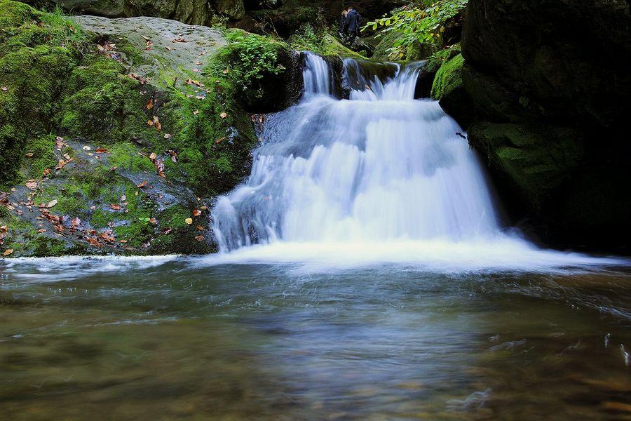 Rešovský vodopád, řeka Huntava v pohoří Nízkého Jeseníku