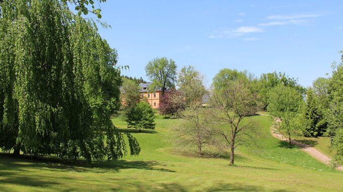 Dolní park na jaře-Arboretum Žampach
