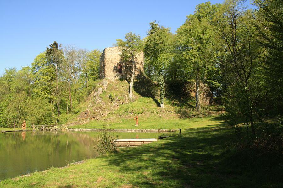 silueta hradu Salon