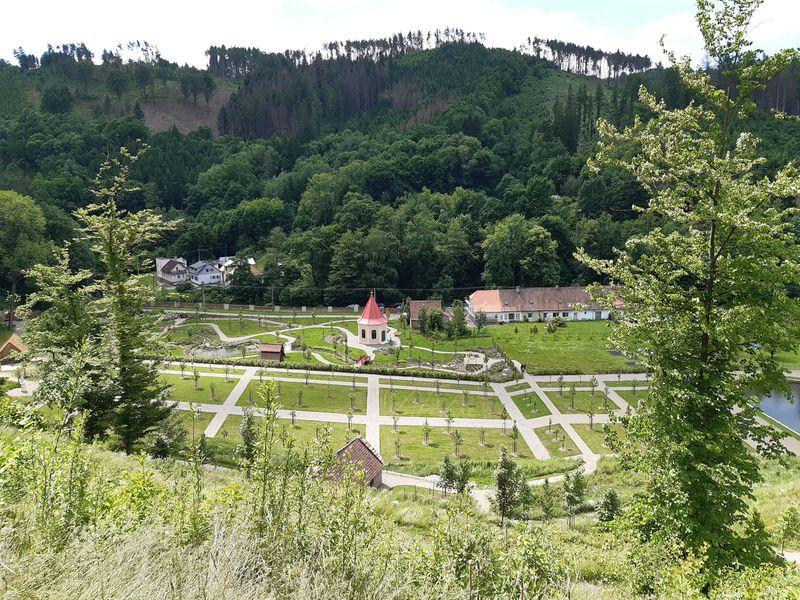 Vrchnostenská zahrada pod hradem na hradě Pernštejn