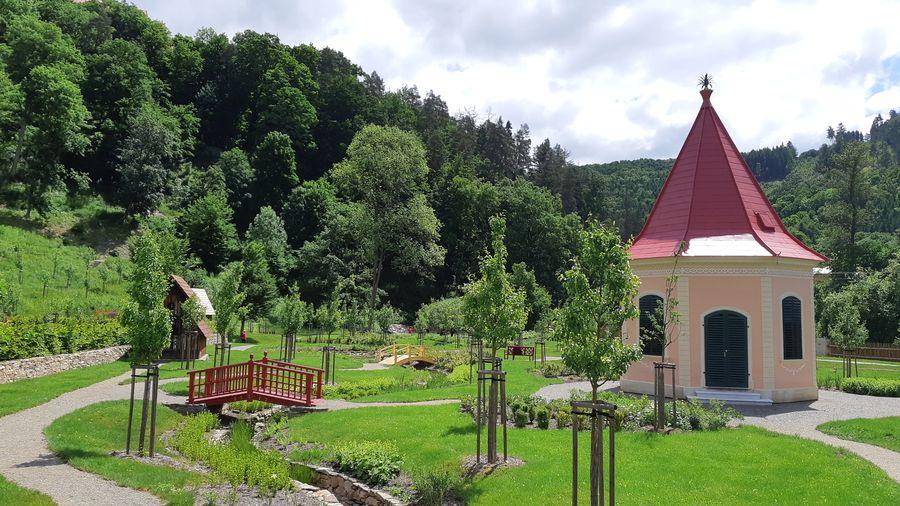 hrad Pernštejn a jeho Vrchnostenská zahrada