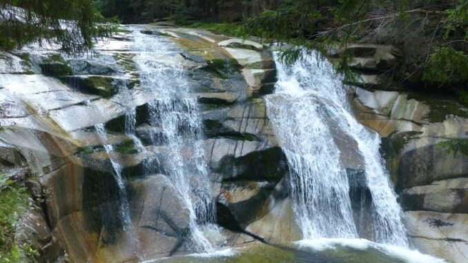 Mumlavský vodopád je ozdobou západní části Krkonošského národního parku. Foto: Antonín Skryja