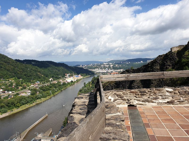 Výhled z hradu Střekov na řeku Labe a okolí. Foto: Jiří Petruželka
