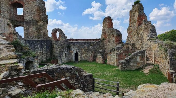 Zřícenina hradu Boskovice v Jihomoravském kraji. Foto: Jiří Novotný