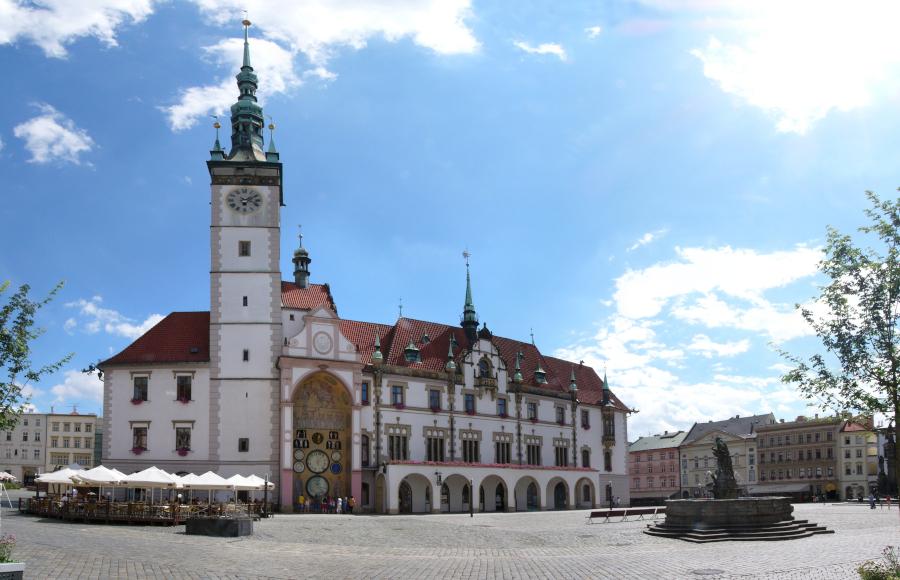 Olomouc, náměstí s radnicí a orlojem.
