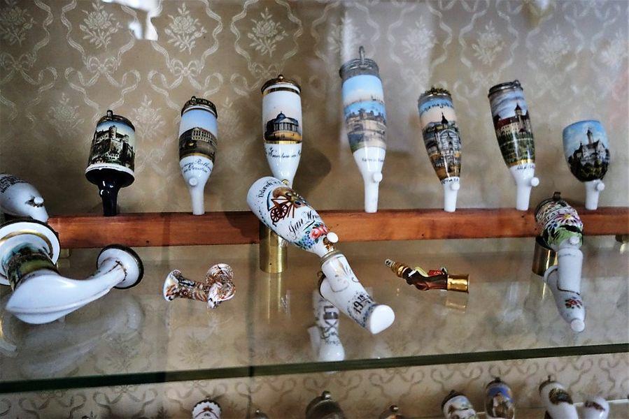 Sbírka dýmek na zámku Jánský Vrch. Foto: Hana Ulmová